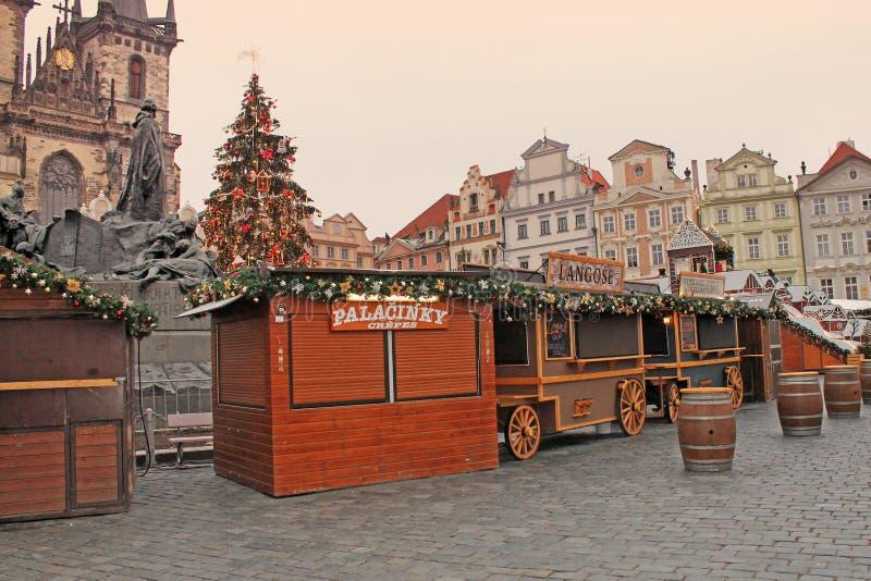 Mercado de la Navidad de Praga en la vieja plaza imágenes de archivo libres de regalías