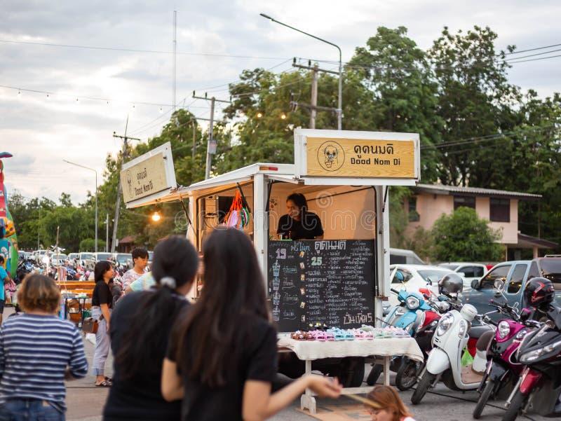 Mercado de la noche en la Tailandia fotografía de archivo libre de regalías