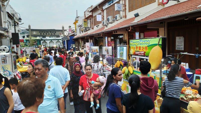 Mercado de la noche situado en la calle de Jonker, Melaka fotos de archivo