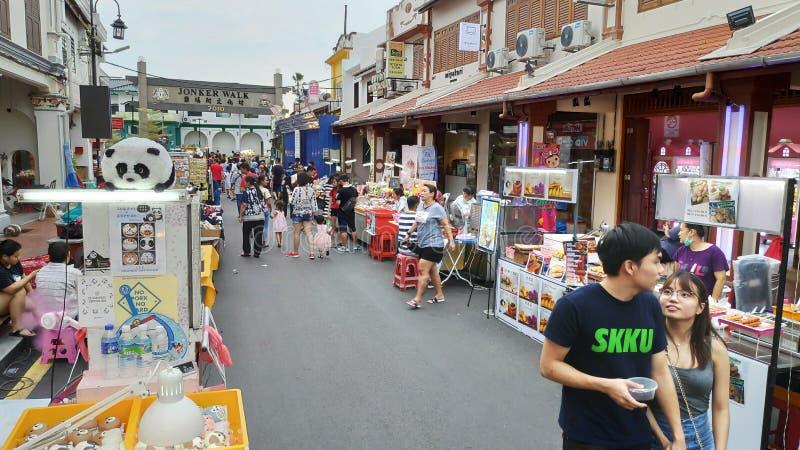 Mercado de la noche situado en la calle de Jonker, Melaka foto de archivo