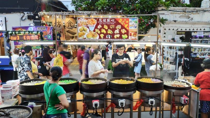 Mercado de la noche situado en la calle de Jonker, Melaka fotos de archivo libres de regalías