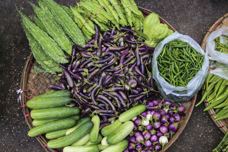 Mercado de las verduras frescas en Myanmar, Asia fotos de archivo libres de regalías