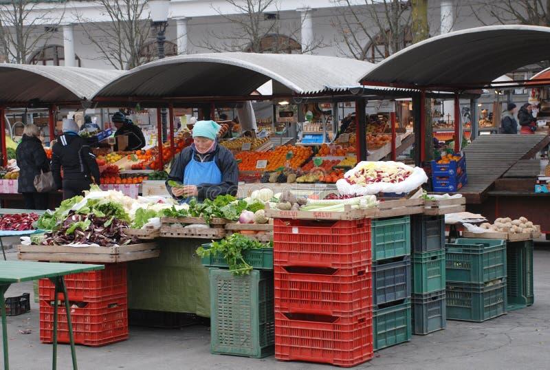 Mercado de Ljubljana en diciembre imagen de archivo