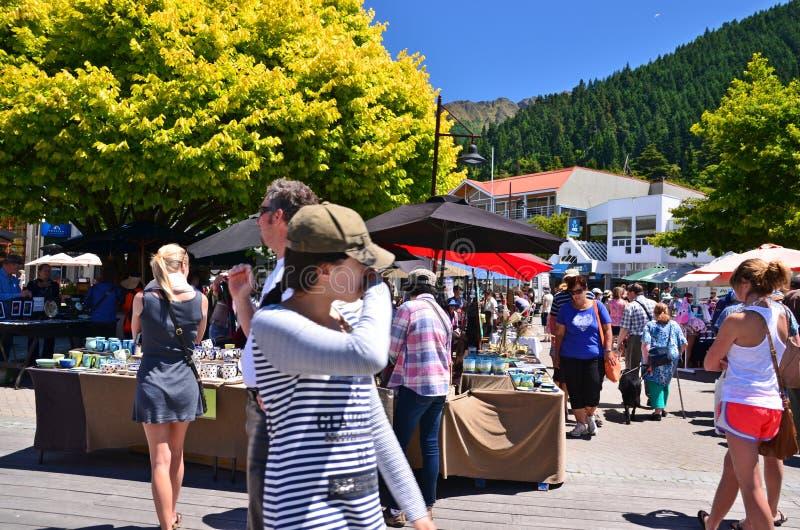 Mercado de los artes y de los artes de Queenstown, Nueva Zelanda imagen de archivo libre de regalías