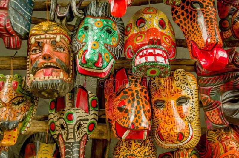 Mercado de madera maya de Guatemala de las máscaras fotografía de archivo