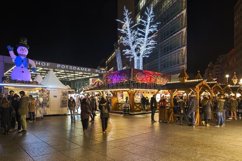 Mercado de Navidad en Potsdamer Platz en Berlín, Alemania imagen de archivo