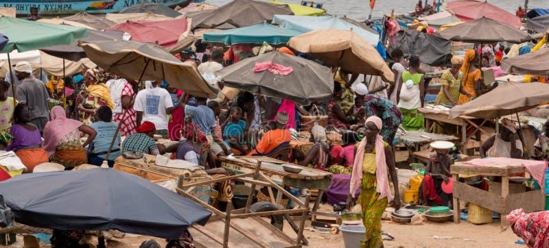 Mercado de peixes de Mbour imagem de stock