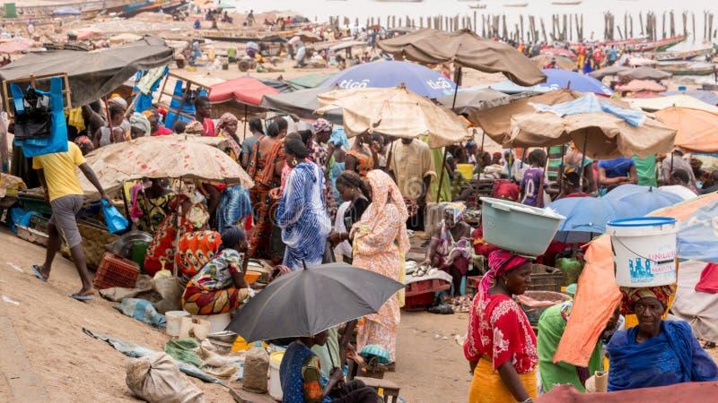 Mercado de peixes de Mbour fotos de stock