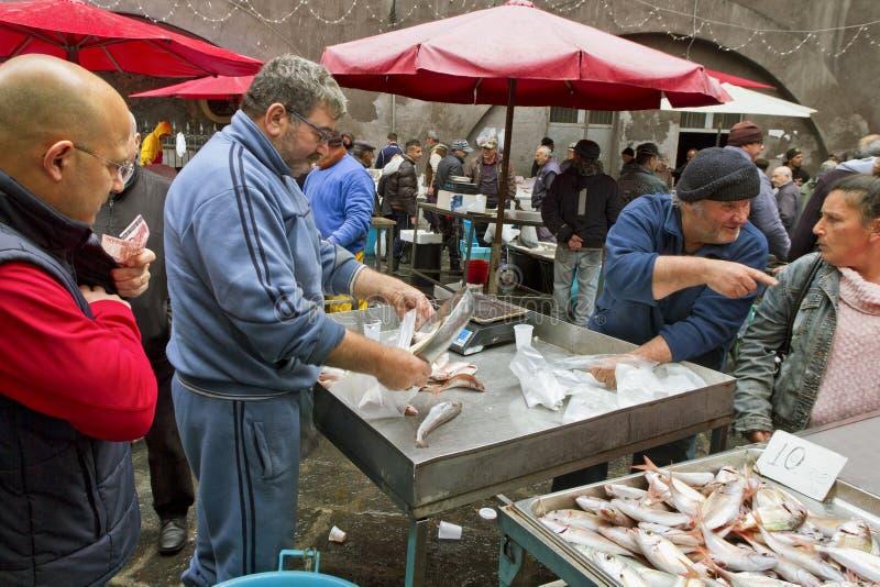 Mercado de peixes em Catania, Itália imagem de stock royalty free