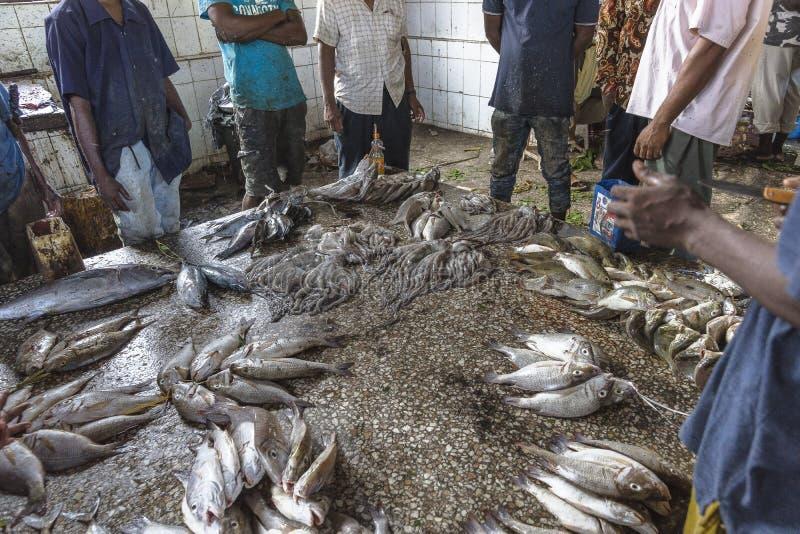 Mercado de peixes na cidade de pedra fotografia de stock