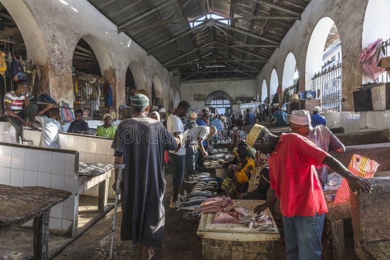 Mercado de peixes na cidade de pedra imagem de stock
