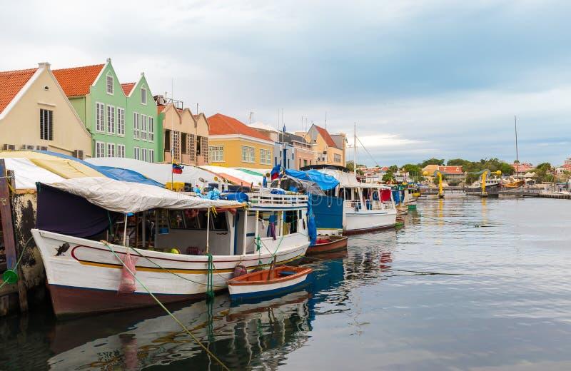 Mercado de pescados flotante, Willemstad Curaçao imagen de archivo