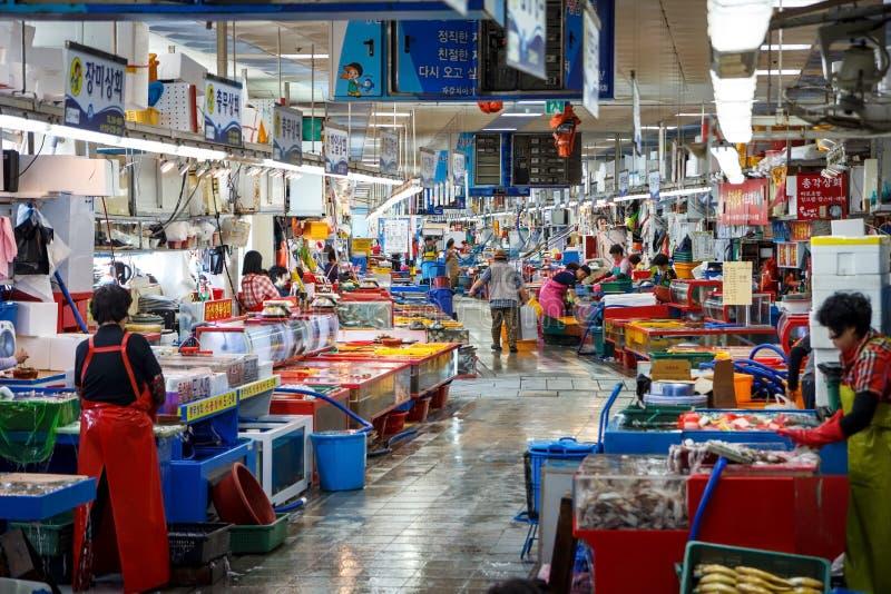 Mercado de pescados interior de Jagalchi, Busán, Corea fotografía de archivo
