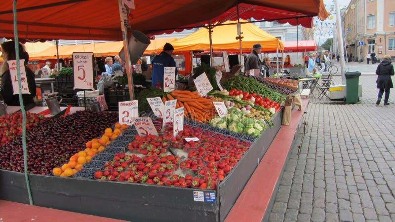 Mercado de producción en Helsinki, Finlandia imágenes de archivo libres de regalías