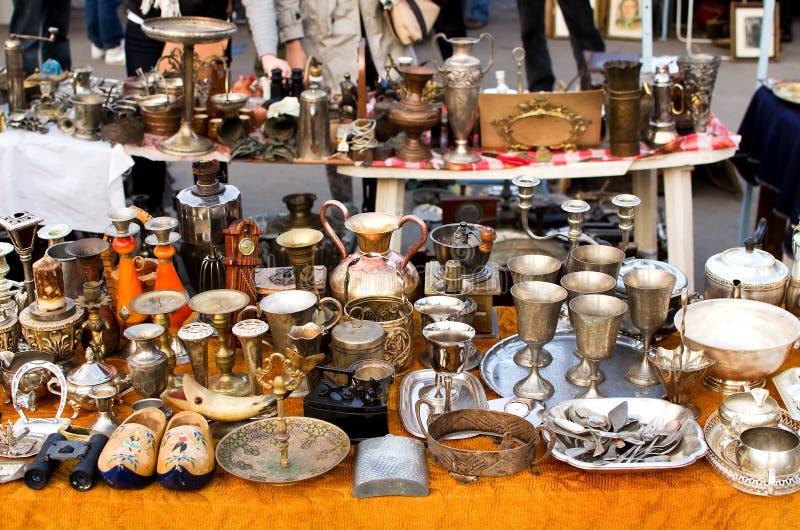 Mercado de pulga de Bucareste fotografia de stock