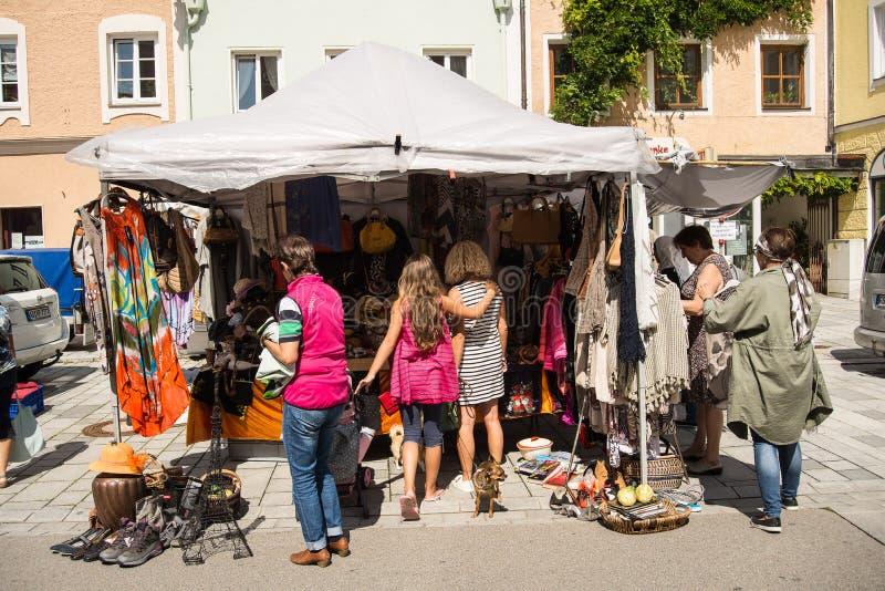 Mercado de pulgas de domingo imagenes de archivo