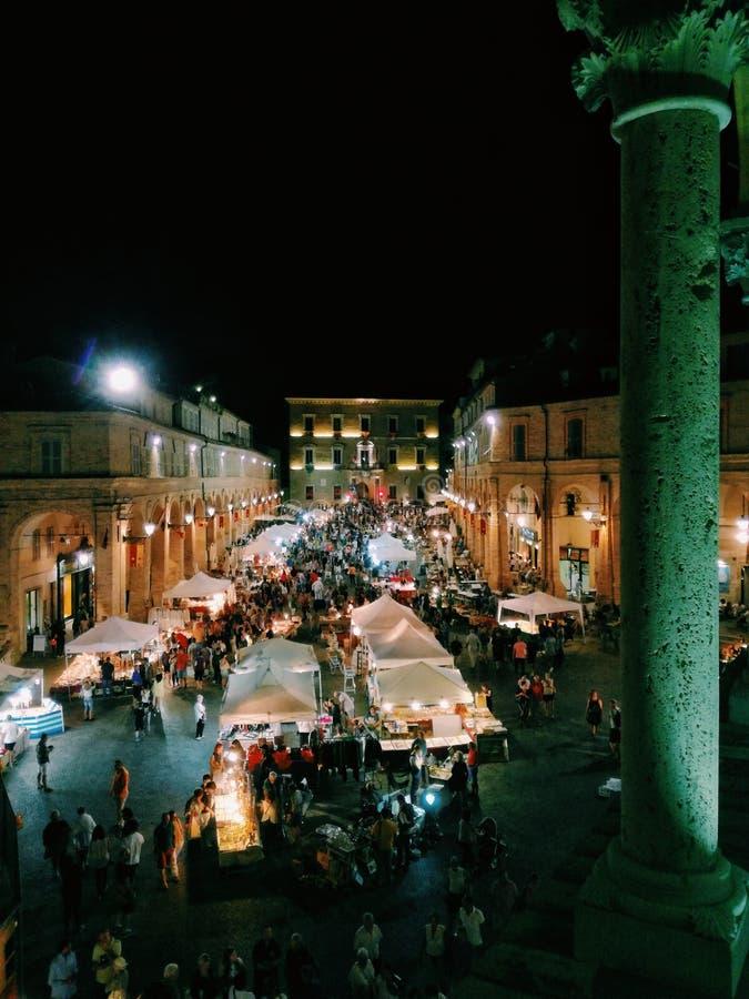 Mercado de pulgas de Fermo foto de archivo