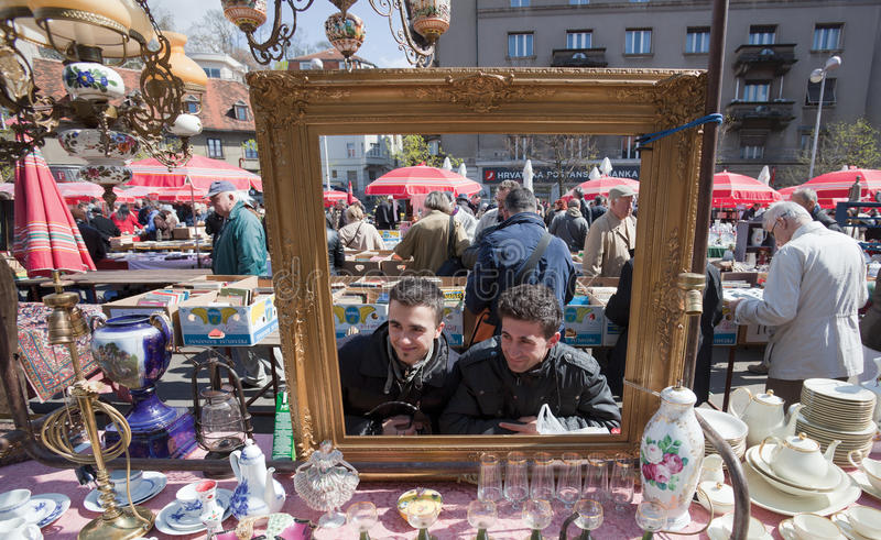 Mercado de pulgas de Zagreb fotografía de archivo