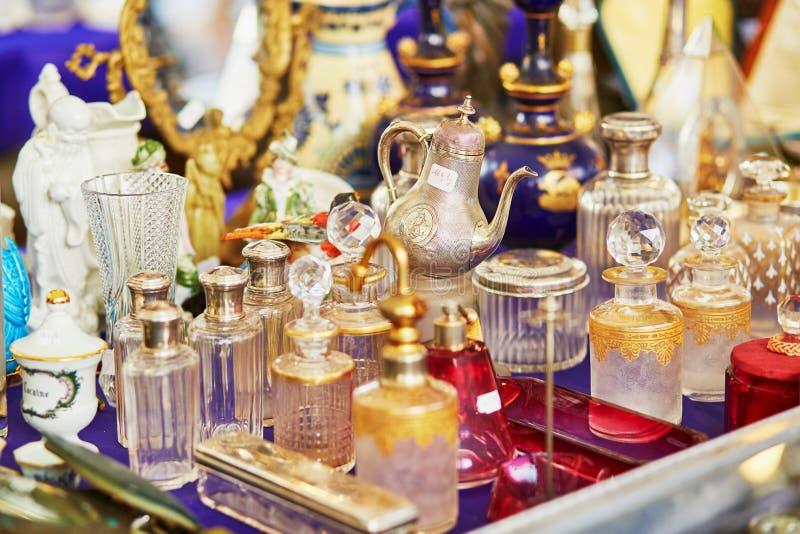 Mercado de pulgas parisiense imagen de archivo libre de regalías