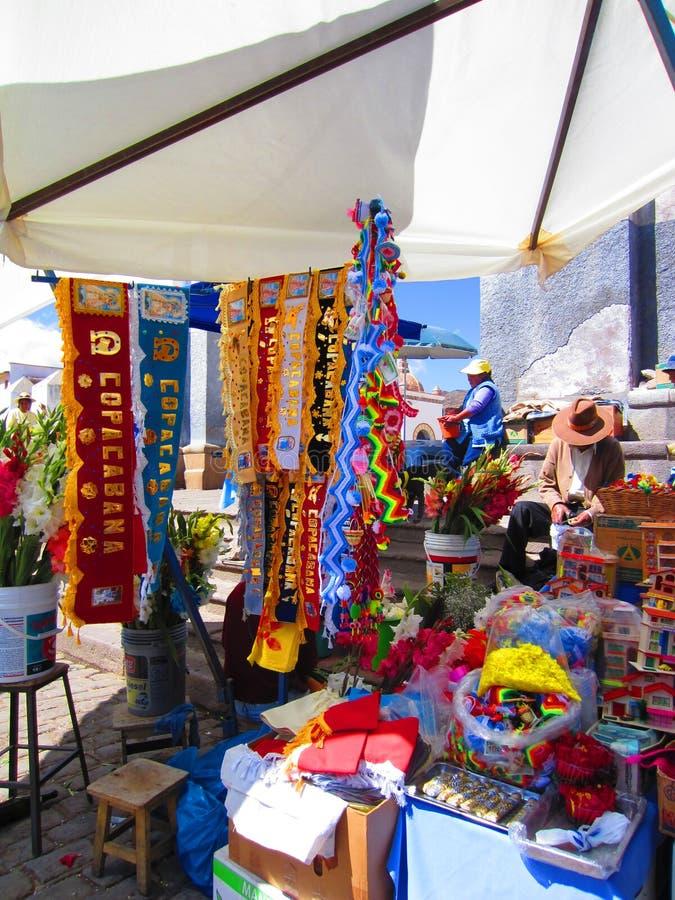 Mercado de rua colorido em Copacabana, Bolívia fotos de stock royalty free