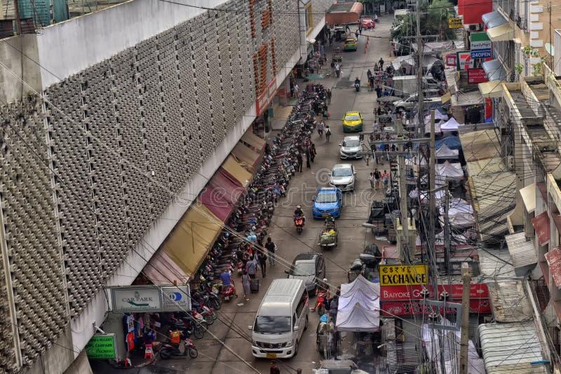 Mercado de rua com muitas barracas imagem de stock royalty free