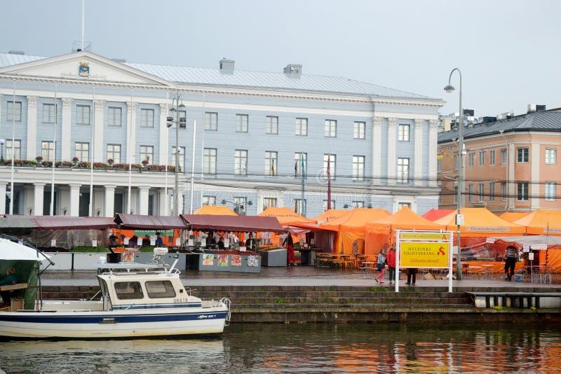 Mercado de rua em Helsínquia foto de stock