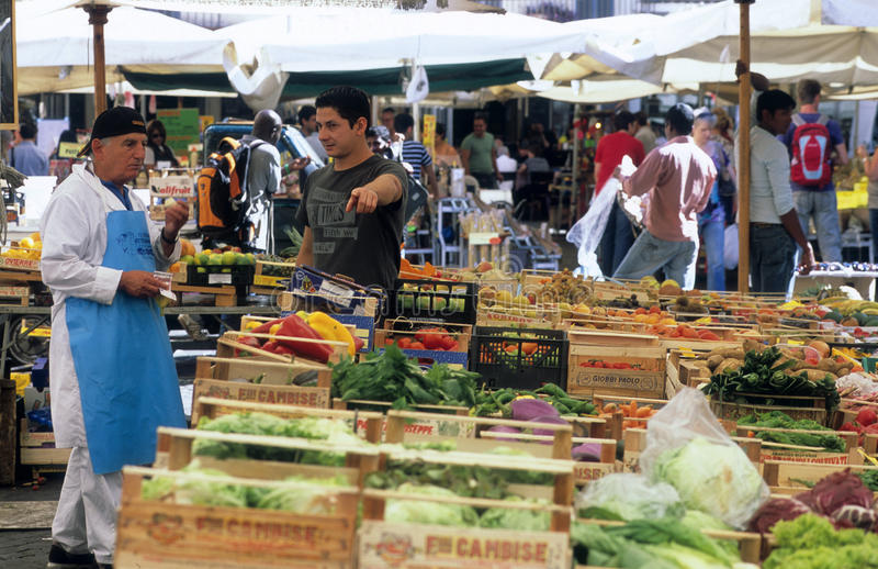 Mercado de rua em Roma, Italy fotografia de stock royalty free
