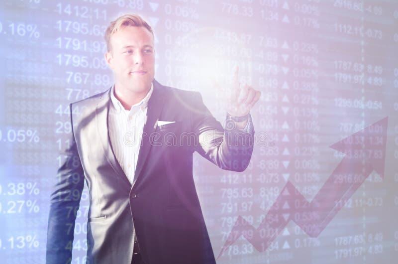 Mercado de valores de ação do homem de negócio fotografia de stock royalty free