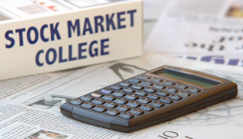 Mercado de valores e calculadora de acção imagem de stock
