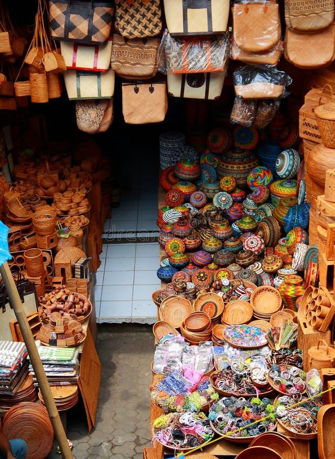 Mercado del arte tradicional de Ubud imagenes de archivo