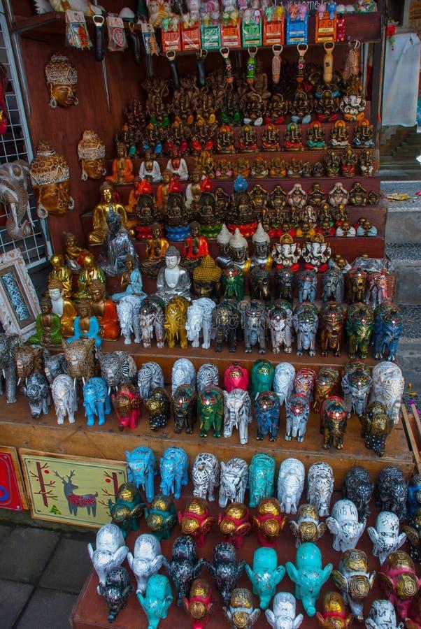 Mercado del Balinese Recuerdos y estatuillas Bali, Indonesia fotos de archivo libres de regalías