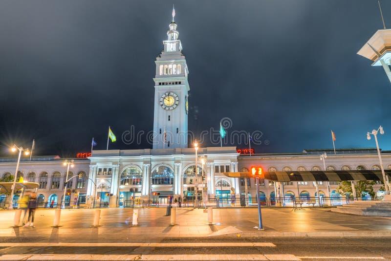 Mercado del edificio del transbordador en la noche, San Francisco imágenes de archivo libres de regalías