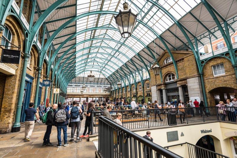 Mercado del jardín de Covent en Londres, Inglaterra, Reino Unido imagenes de archivo
