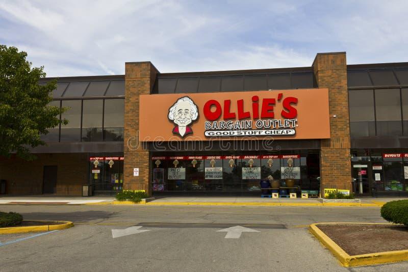 Mercado del negocio de Ollie Ollie lleva una amplia gama de mercancía I de la liquidación foto de archivo