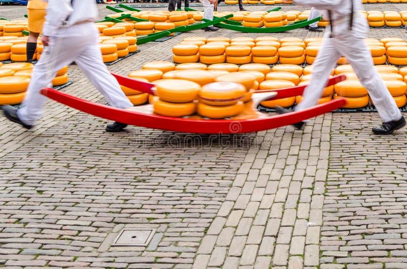 Mercado del queso en Alkmaar, los Países Bajos imagen de archivo libre de regalías