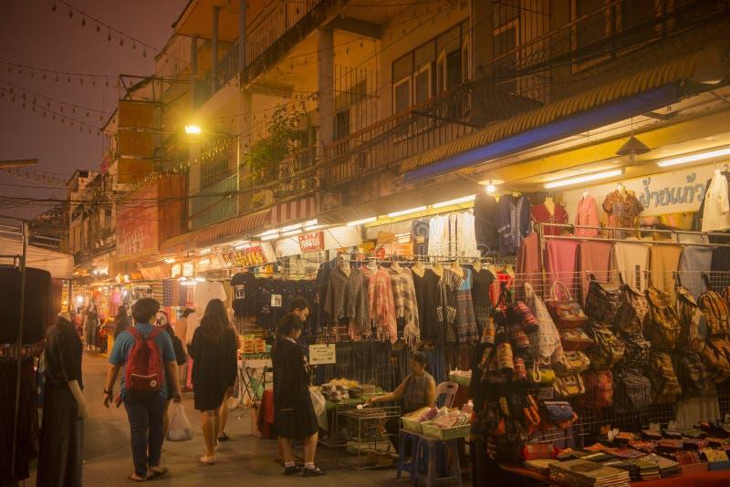 MERCADO DO BAZAR DA NOITE DE TAILÂNDIA CHIANG RAI fotografia de stock royalty free