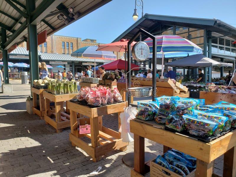 Mercado do fazendeiro da multidão no fim de semana Kansas fotos de stock