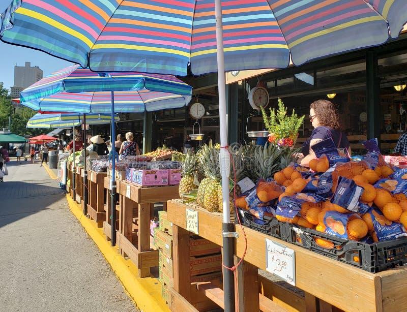 Mercado do fazendeiro da multidão no fim de semana Kansas City fotografia de stock