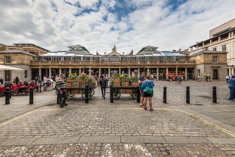 Mercado do jardim de Covent em Londres, Inglaterra, Reino Unido fotografia de stock