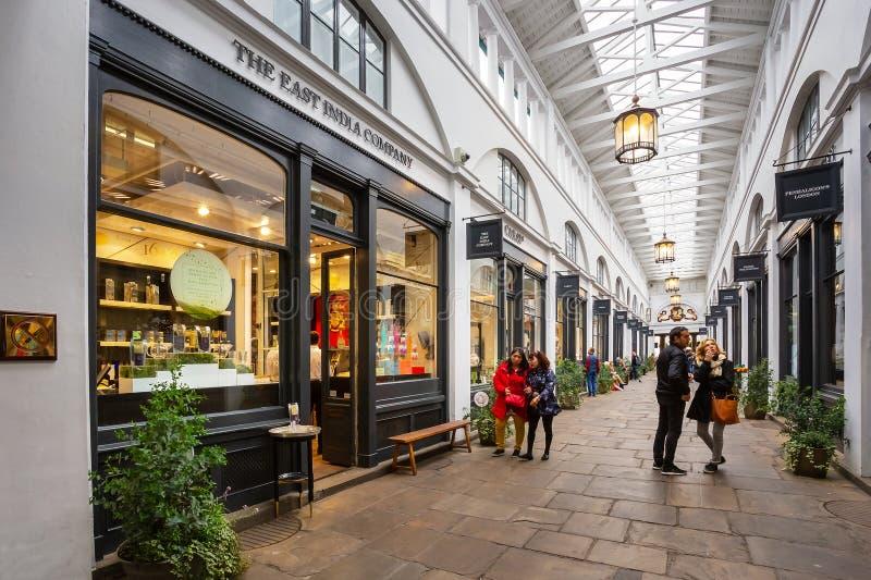 Mercado do jardim de Covent em Londres, Reino Unido imagem de stock royalty free