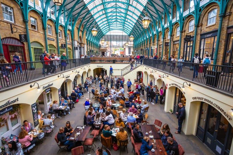 Mercado do jardim de Covent em Londres, Reino Unido foto de stock