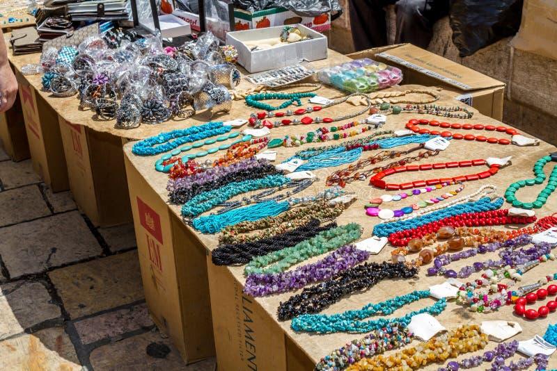 Mercado do Jerusalém na cidade velha, colares fotografia de stock