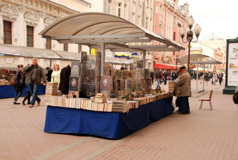 Mercado do livro da rua (Moscovo, Rússia) imagens de stock