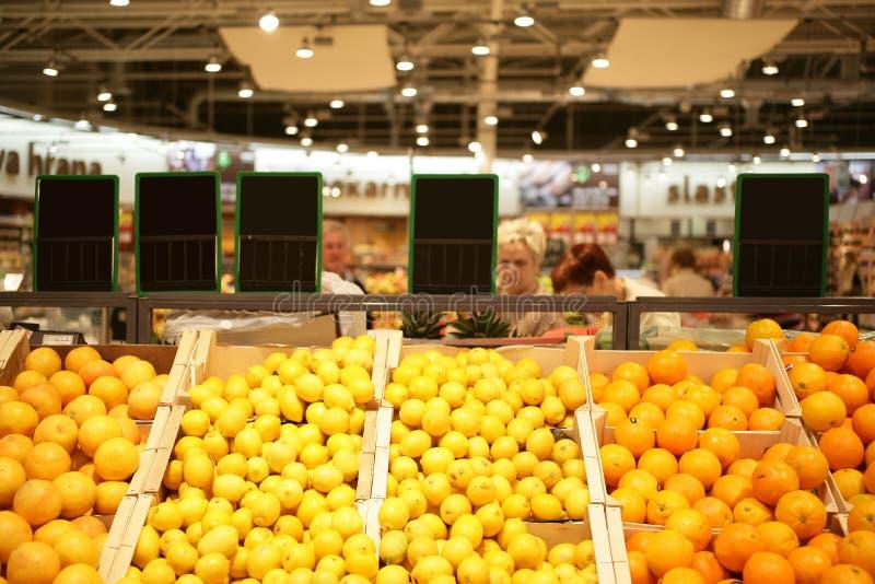 Mercado do mantimento foto de stock