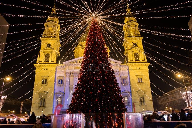 Mercado do Natal de Budapest no quadrado de Stephen Basilica de Saint fotografia de stock