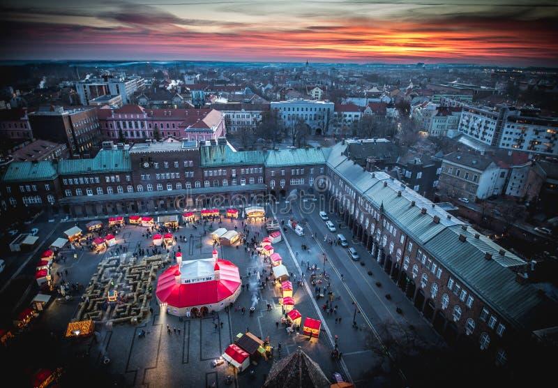 Mercado do Natal de Szeged de cima de Fotografia aérea no por do sol fotografia de stock royalty free