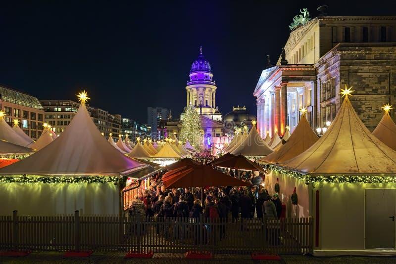 Mercado do Natal em Gendarmenmarkt em Berlim, Alemanha foto de stock