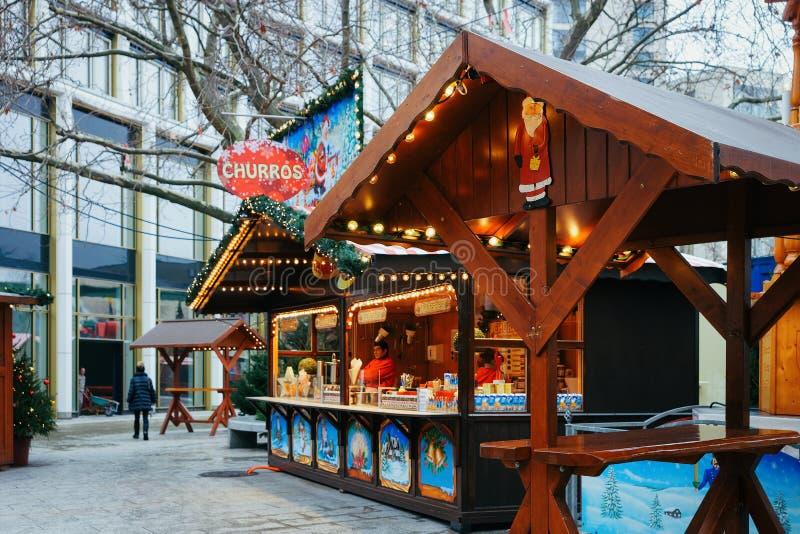 Mercado do Natal em Kaiser Wilhelm Memorial Church no inverno Berlim fotos de stock royalty free