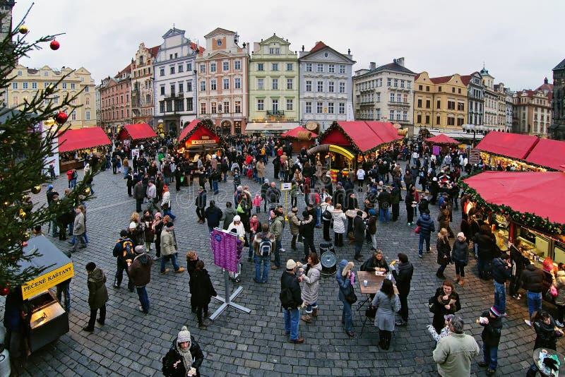 Mercado do Natal na praça da cidade velha em Praga fotos de stock royalty free
