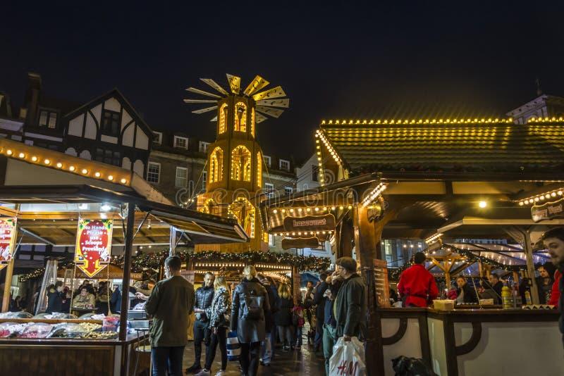 Mercado do Natal no mercado, Kingston em cima de Tamisa, Londres, Inglaterra, Reino Unido fotos de stock